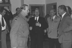 1975 2 Bundeskanzler Schmidt_beim_Empfang