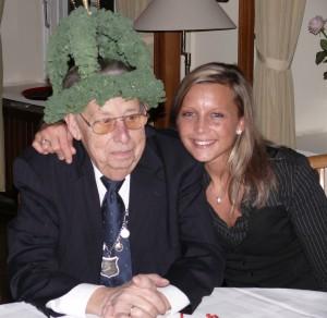 20091127-Grünkohl auch die Enkelin ist stolz auf Helmut II.083