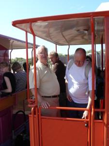 2010-159 Ostfriesland der Zug ist voll , Abfahrt ins Dorf